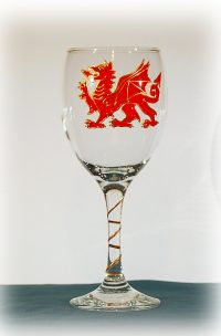 Wales Glass, Welsh Glass, Wales Wine, Welsh Wine, DRagon Glass, Dragon WIne Glass, Dragon Drinking Glass, Wales Glass
